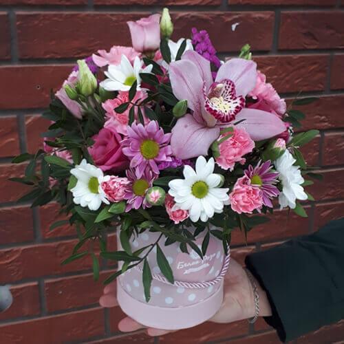 Композиция с розовой орхидеей
