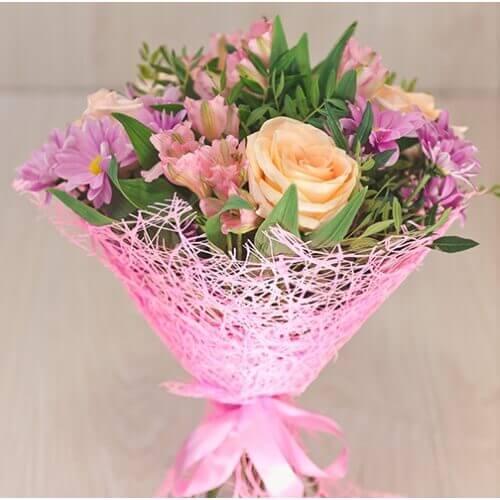 Букет из розы, альстрамерии и хризантемы