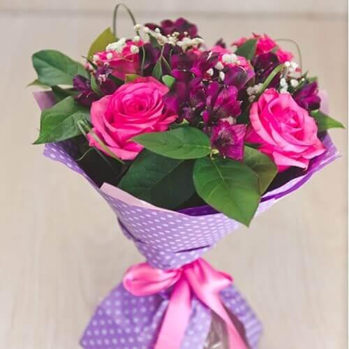 Букет из розы, альстрамерии и гипсофилы