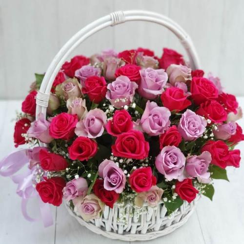 """Корзина """"Розы в саду"""""""