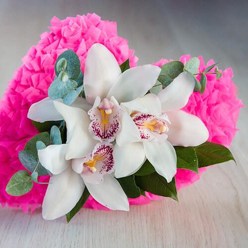 Букет из белой орхидеи, эвкалипта и салала