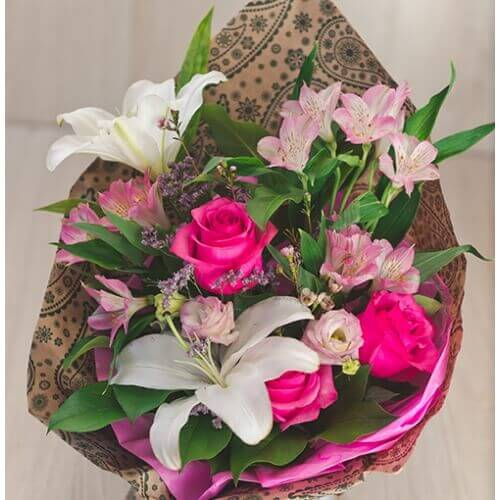 Букет из лилии, розы, альстрамерии и эустомы